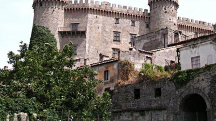 Ngủ mơ thấy mình được đến lâu đài Orsini Odescalchi của Ý