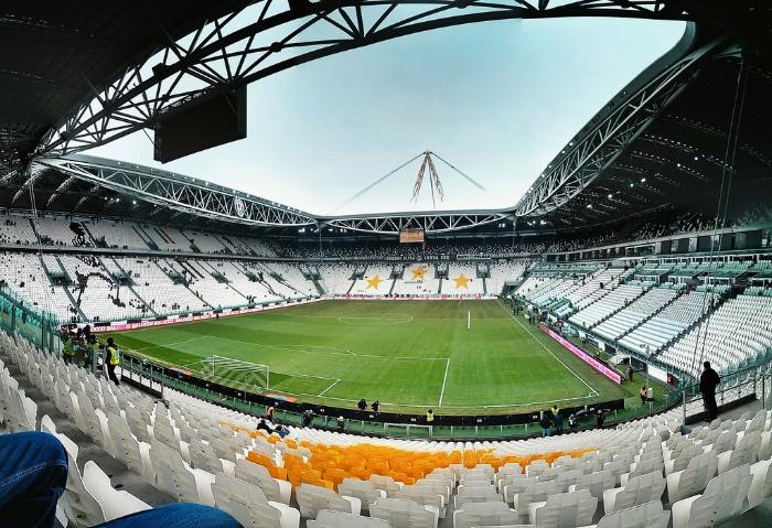 Nằm mộng được đến sân vận động của CLB Juventus chụp ảnh quất ngay con 88 - 91