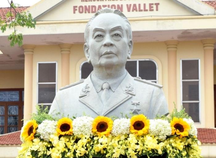 Mộng thấy tượng đại tướng Võ Nguyên Giáp trong bảo tàng đánh con 02 - 67
