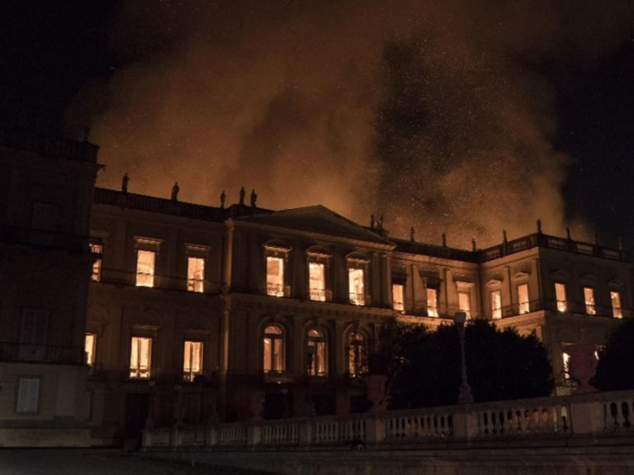 Nằm mơ thấy bảo tàng bị cháy dữ dội