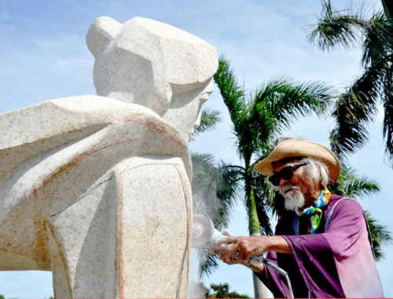 Ngủ mơ thấy bức tượng của nhà điêu khắc bị gãy là báo hiệu điều không may mắn